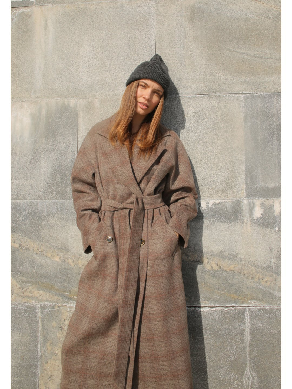 Демисезонное пальто в клетку с английским воротником_1