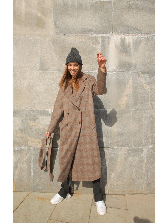 Демисезонное пальто в клетку с английским воротником_3