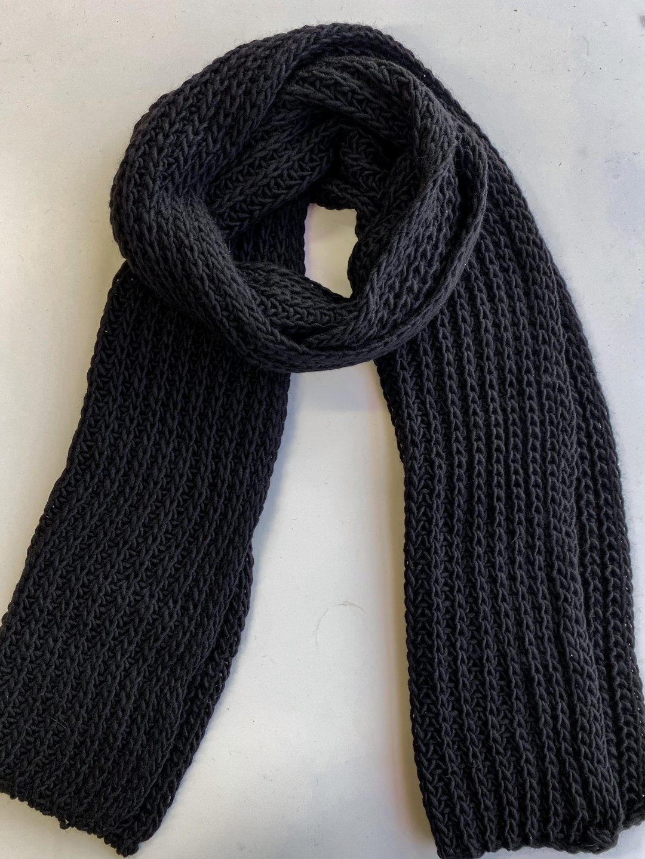 Шарф длинный в чёрном цвете_0