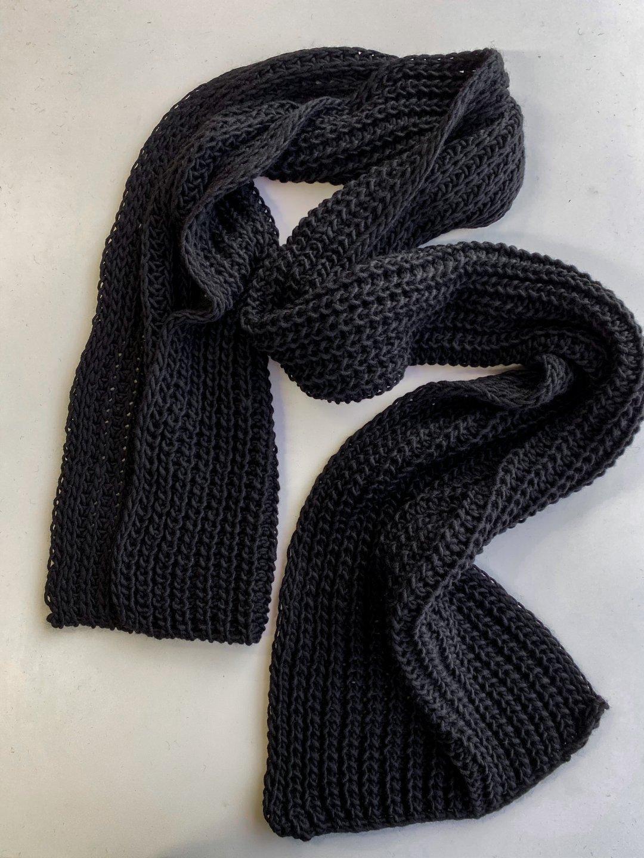 Шарф длинный в чёрном цвете_1