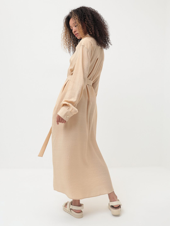 Платье-рубашка в бежевом цвете_3
