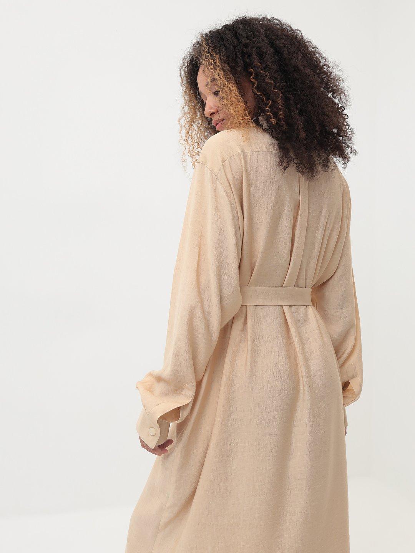 Платье-рубашка в бежевом цвете_4