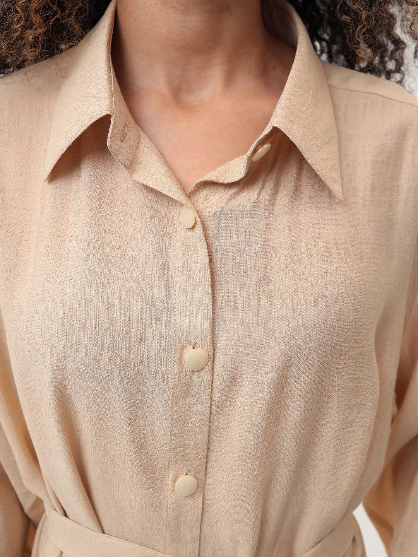 Платье-рубашка в бежевом цвете_6