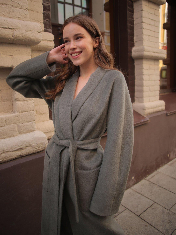 Демисезонное пальто на запах в цвете полынь_1