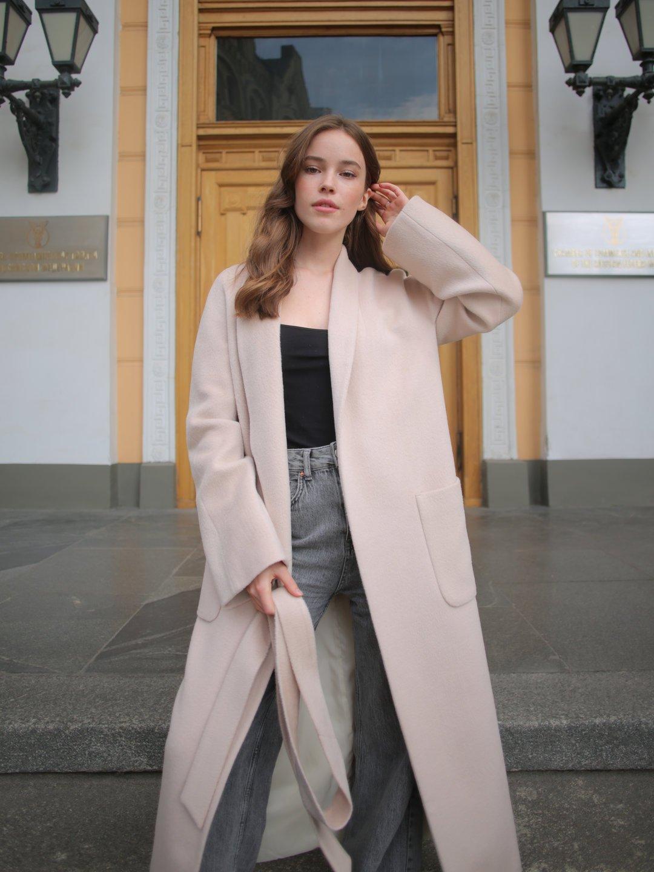 Демисезонное пальто на запах в кремовом цвете_3