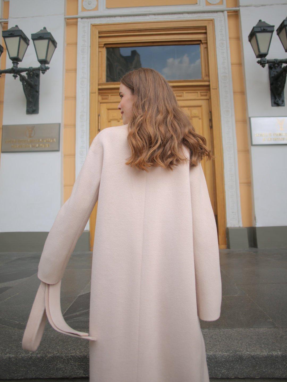 Демисезонное пальто на запах в кремовом цвете_4
