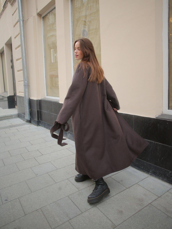 Утепленное пальто с английским воротником в цвете шоколад_3