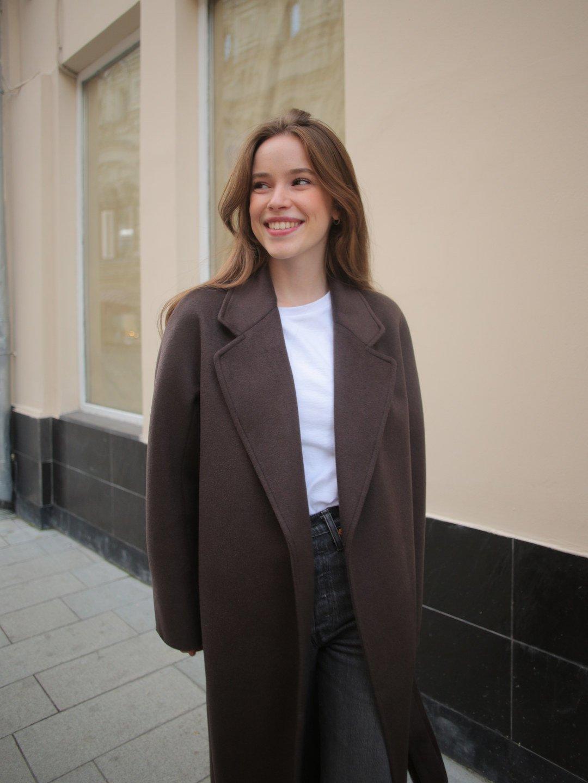 Утепленное пальто с английским воротником в цвете шоколад_1