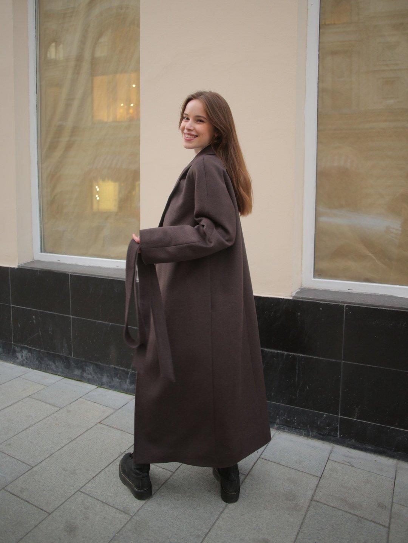 Утепленное пальто с английским воротником в цвете шоколад_5