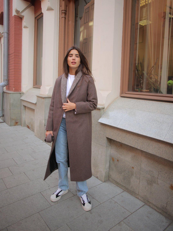 Утеплённое пальто c меховым воротником в цвете табак_1