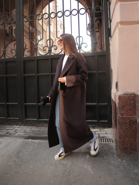 Утеплённое пальто c английским воротником в цвете горький шоколад_3