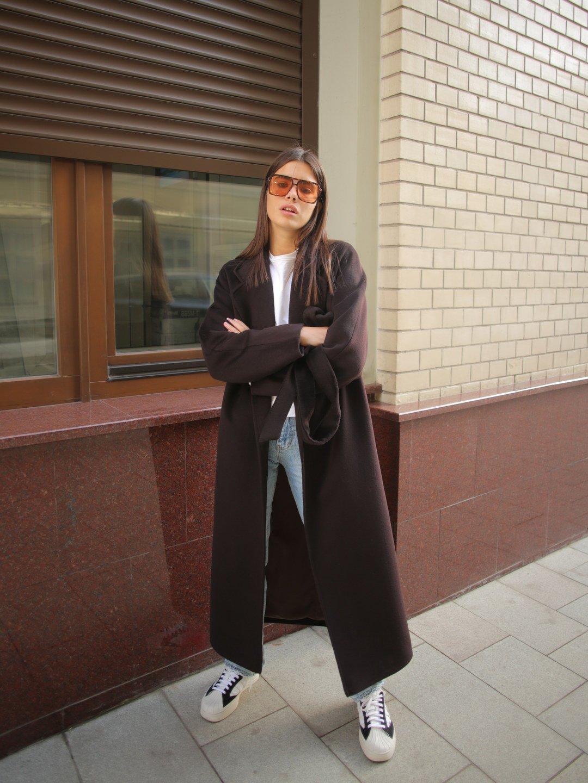 Утеплённое пальто c английским воротником в цвете горький шоколад_4