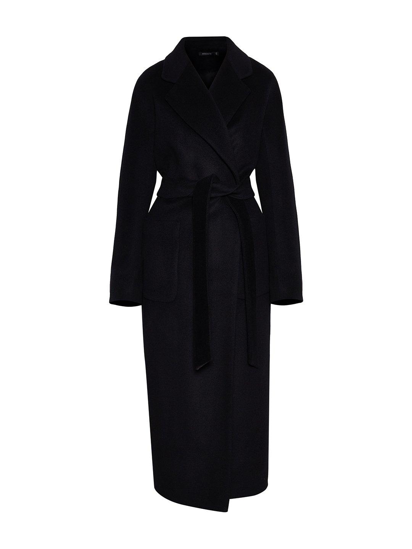 Утепленное пальто с накладными карманами в черном цвете_0