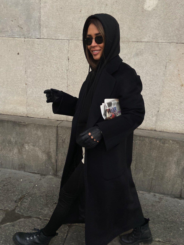 Утепленное пальто с накладными карманами в черном цвете_2