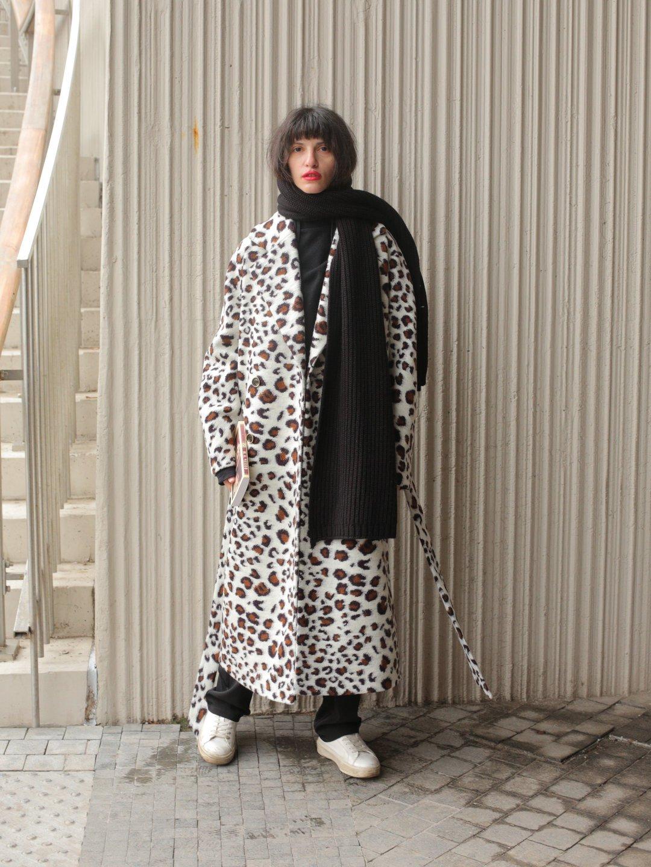 Демисезонное светлое леопардовое пальто с английским воротником_1