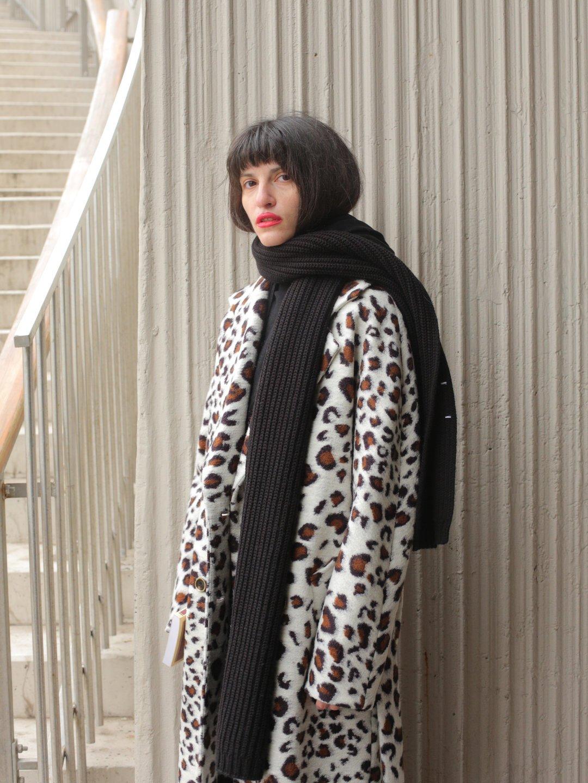 Демисезонное светлое леопардовое пальто с английским воротником_2