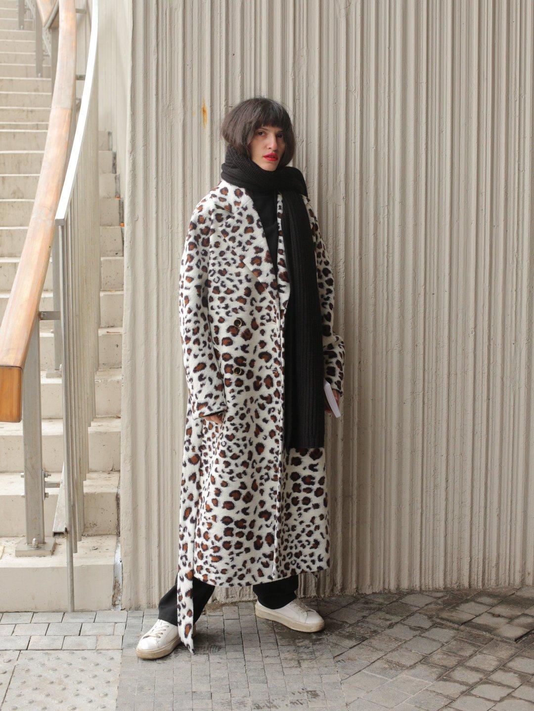 Демисезонное светлое леопардовое пальто с английским воротником_3
