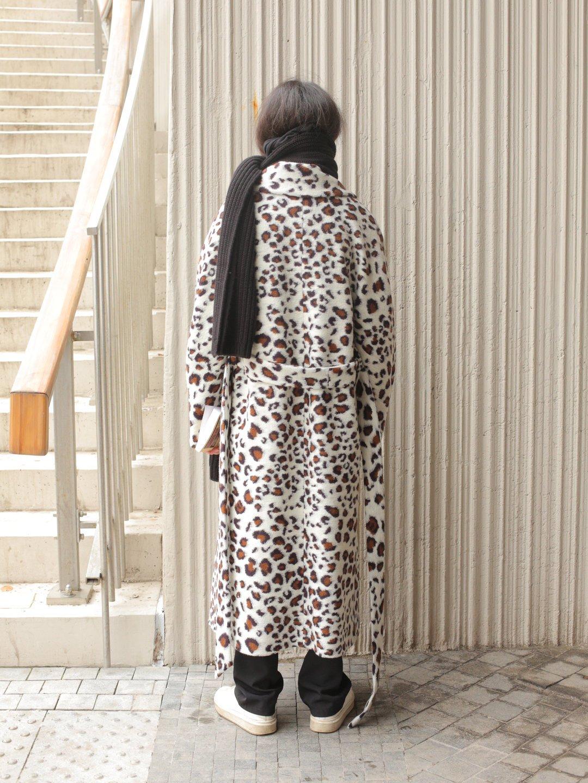 Демисезонное светлое леопардовое пальто с английским воротником_5