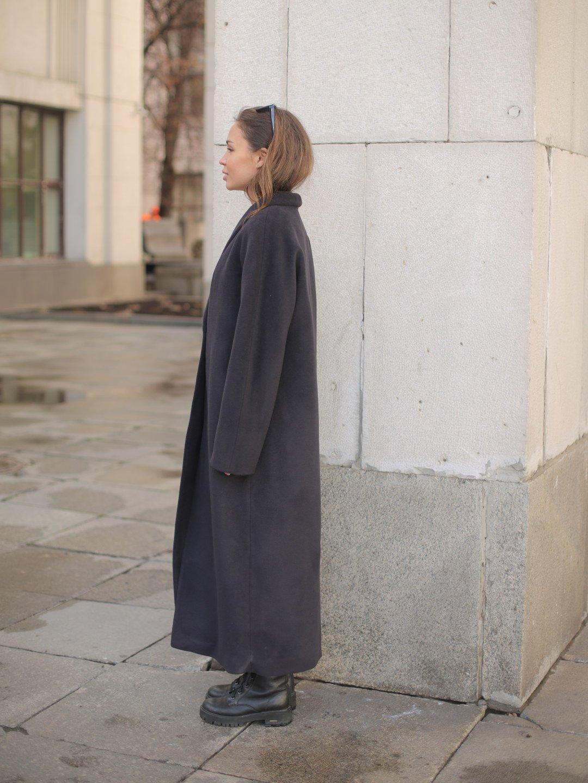 Утеплённое пальто на кнопках в черничном цвете_2