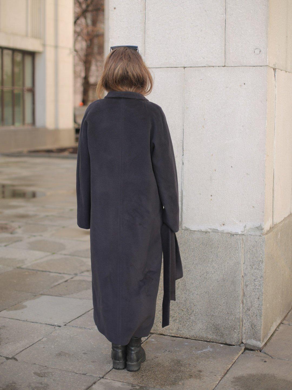 Утеплённое пальто на кнопках в черничном цвете_3
