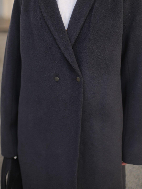 Утеплённое пальто на кнопках в черничном цвете_4
