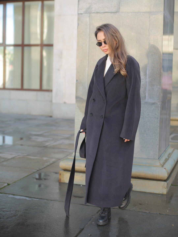 Утеплённое двубортное пальто в черничном цвете_3