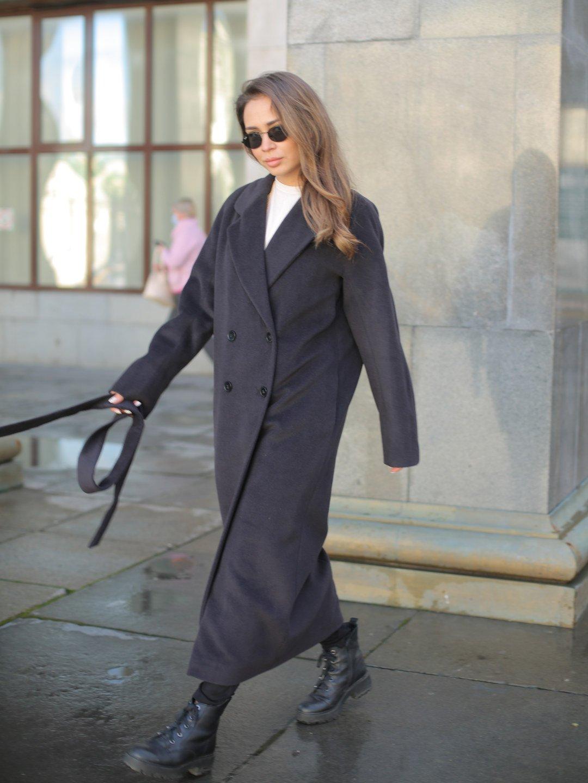 Утеплённое двубортное пальто в черничном цвете_4