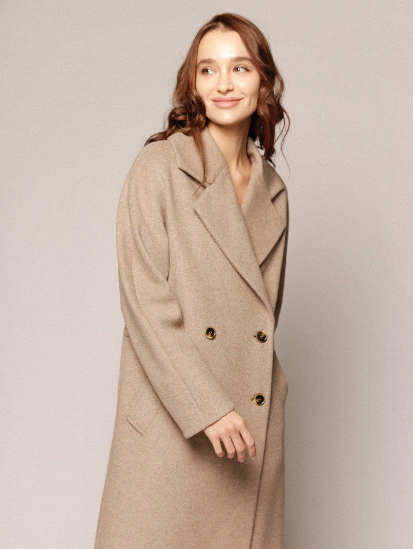 Демисезонное пальто с английским воротником в пшеничном цвете_1
