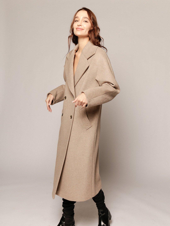 Демисезонное пальто с английским воротником в пшеничном цвете_2