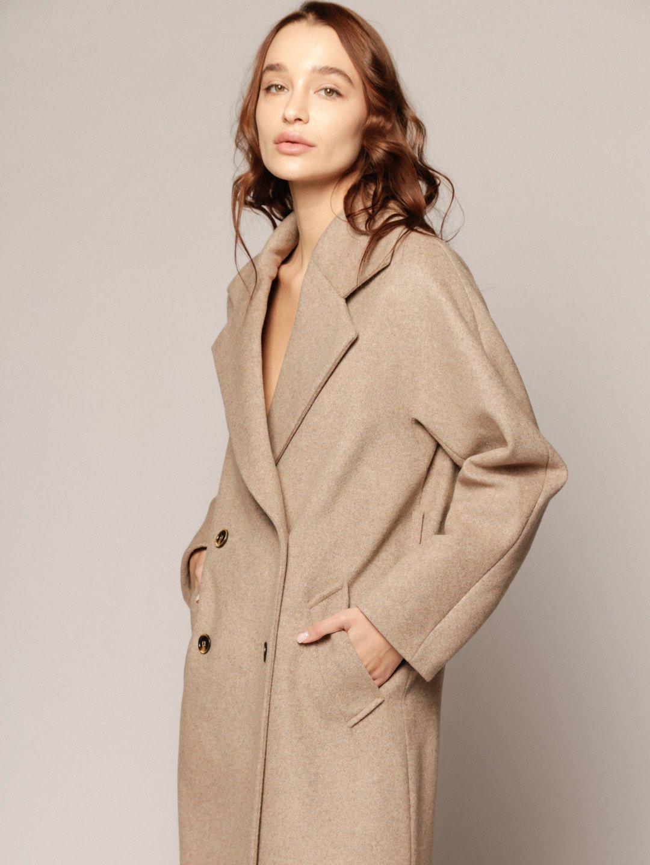 Демисезонное пальто с английским воротником в пшеничном цвете_4