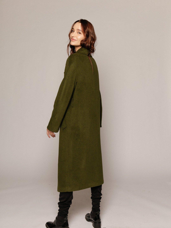 Демисезонное пальто с английским воротником в зеленом цвете_4
