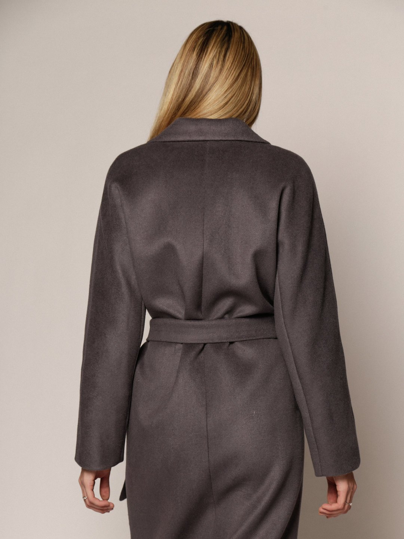 Утеплённое пальто с английским воротником в цвете Дым_3