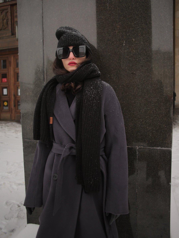 Утеплённое двубортное пальто с английским воротником в цвете Туман_3