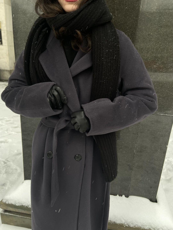 Утеплённое двубортное пальто с английским воротником в цвете Туман_1