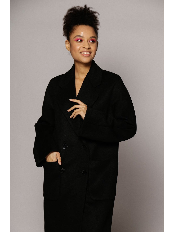 Демисезонное двубортное пальто с накладными карманами в чёрном цвете_1