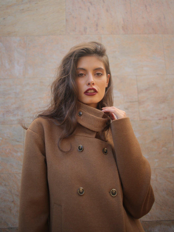 Пальто с хлястиком в цвете кэмел_2