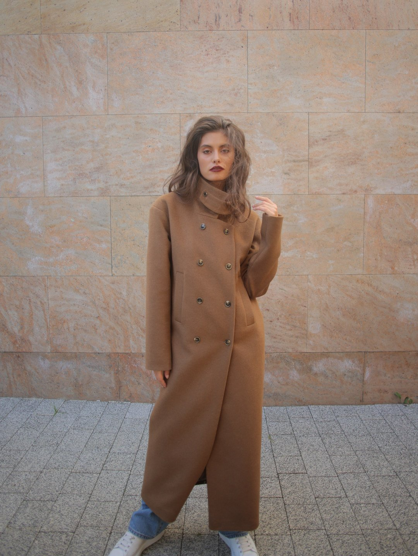 Пальто с хлястиком в цвете кэмел_5