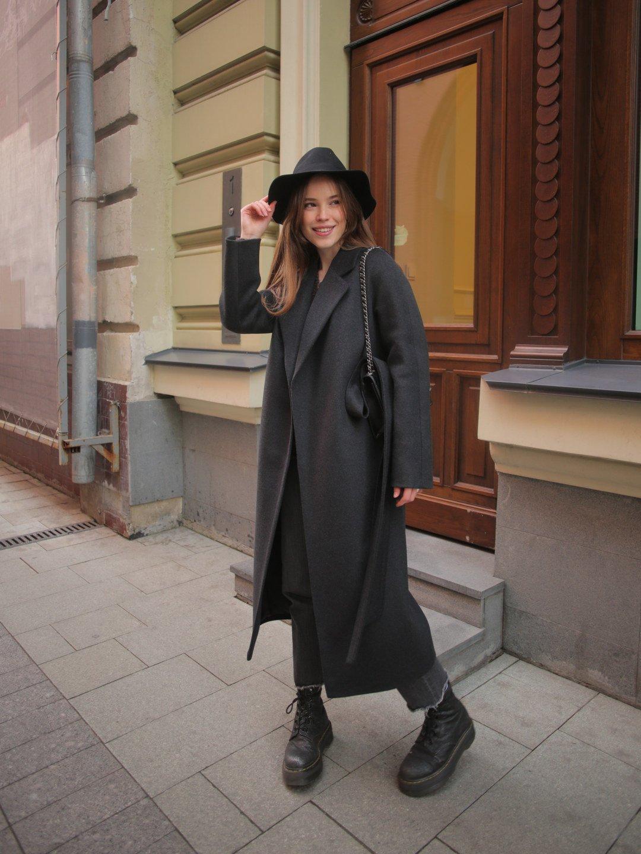 Утеплённое пальто c английским воротником в цвете графит_2