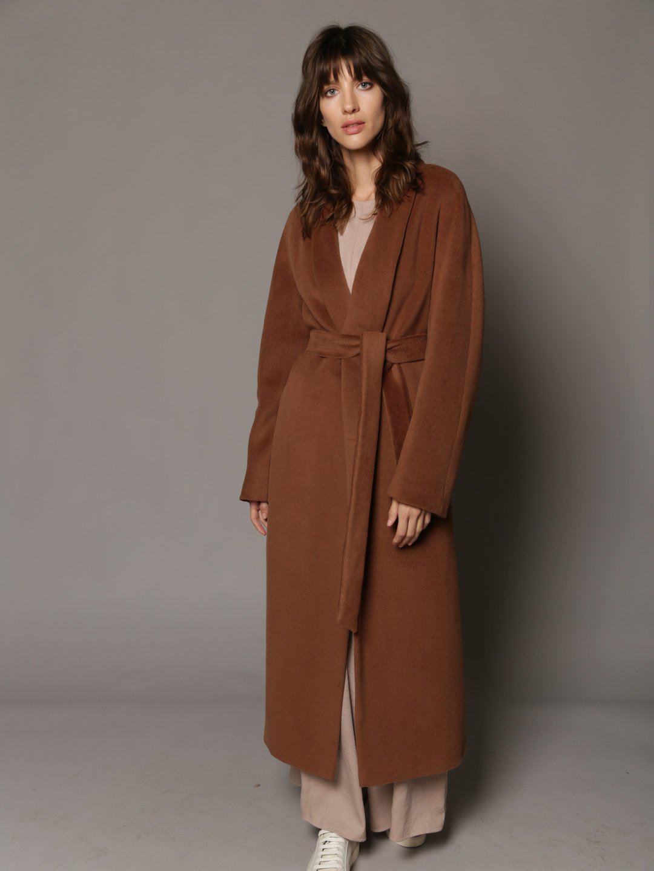 Утепленное пальто с воротником-шалькой в цвете кленовый сироп_1