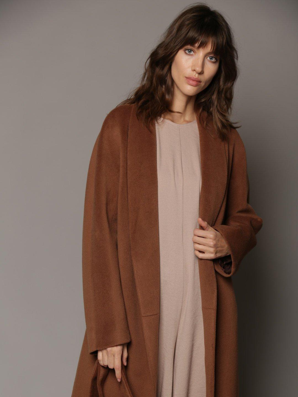Утепленное пальто с воротником-шалькой в цвете кленовый сироп_2