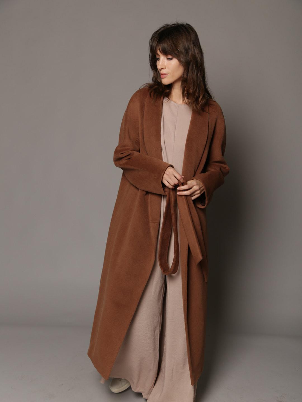 Утепленное пальто с воротником-шалькой в цвете кленовый сироп_3