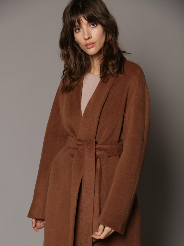 Утепленное пальто с воротником-шалькой в цвете кленовый сироп_4