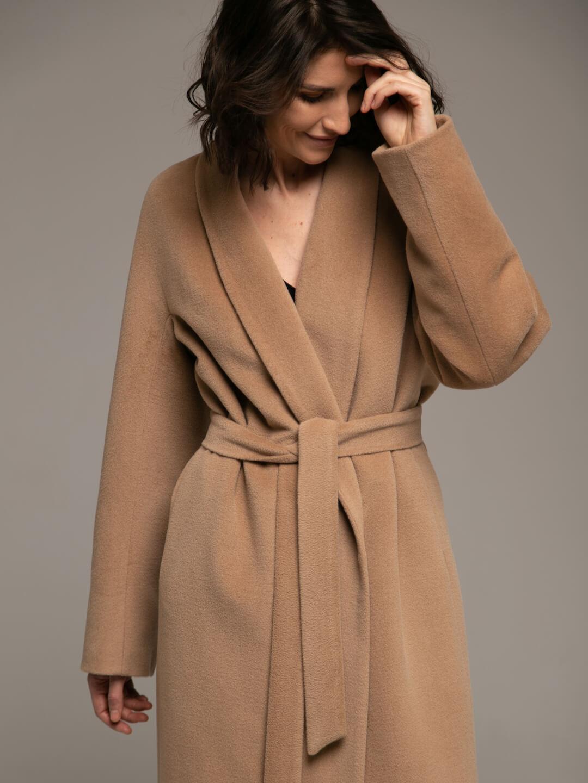 Утепленное пальто с воротником-шалькой в кремовом цвете_1