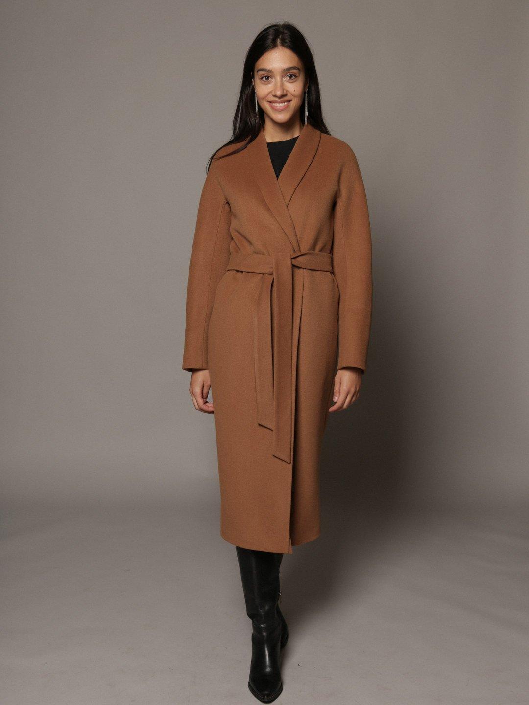 Утепленное пальто с воротником-шалькой шалька в цвете кэмел_1