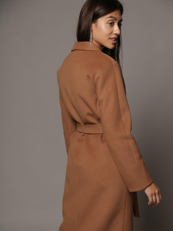 Утепленное пальто с воротником-шалькой шалька в цвете кэмел_2