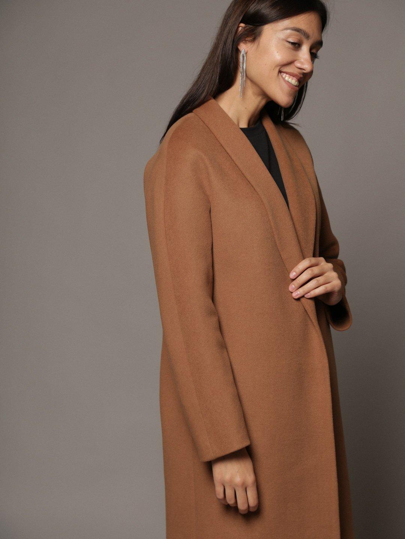 Утепленное пальто с воротником-шалькой шалька в цвете кэмел_3