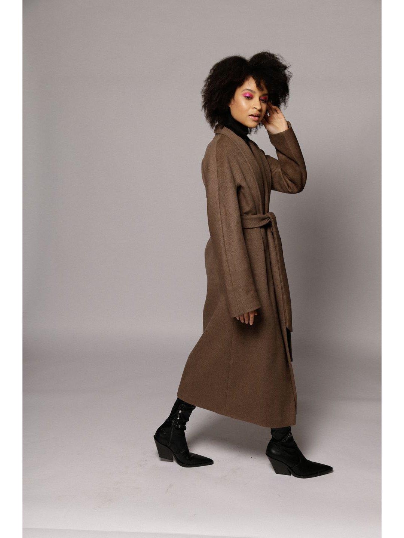 Утепленное пальто с воротником-шалькой в цвете табак_4