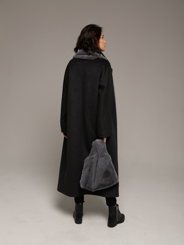 Утеплённое двубортное пальто в цвете графит_2