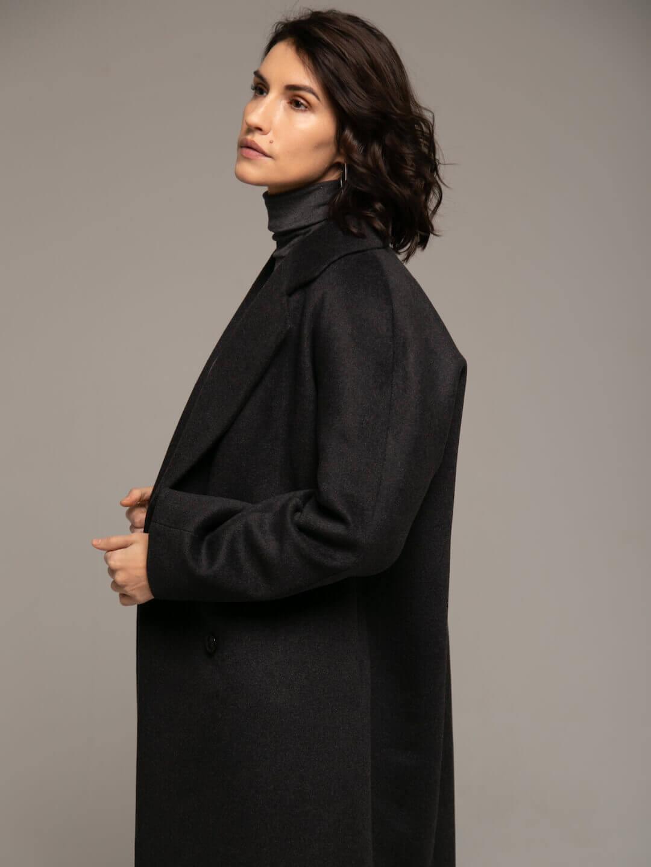 Утеплённое двубортное пальто в цвете графит_4