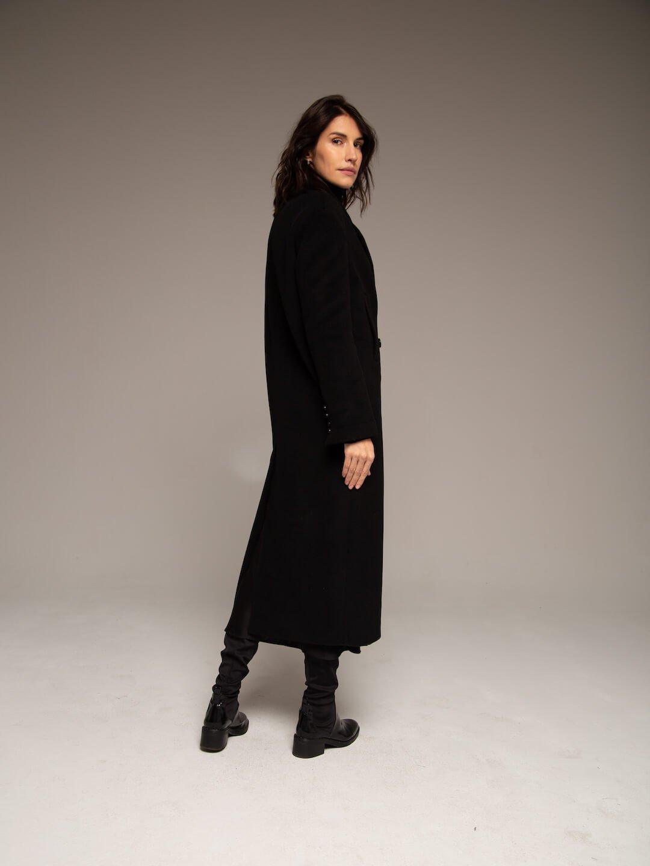 Утеплённое батино пальто в чёрном цвете_2